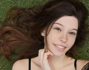 Белль Дельфин (Belle Delphine): биография, возраст, фото, без косметики