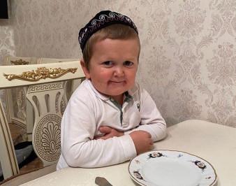 Хасбик (Хасбулла): биография, возраст, родители, кто по нации, болезнь, семья, где живет