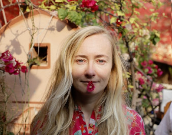 Стелла Васильева: биография, возраст, блог на YouTube, фото
