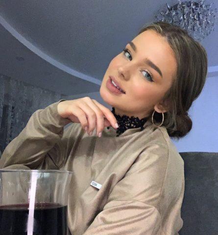 Вероника Золотова (тиктокерша): биография, сколько весит, какой рост, с кем встречается