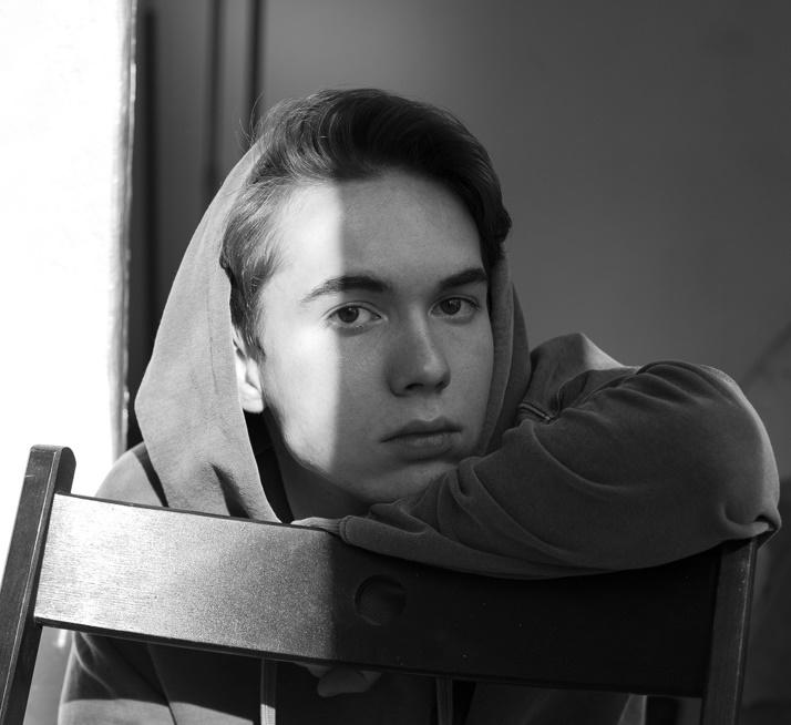 Денис Власенко: биография, фото, сколько лет, девушка, рост, фильмы и сериалы
