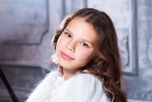 Александра Луговцова (дочь певицы Максим): биография, возраст, фото